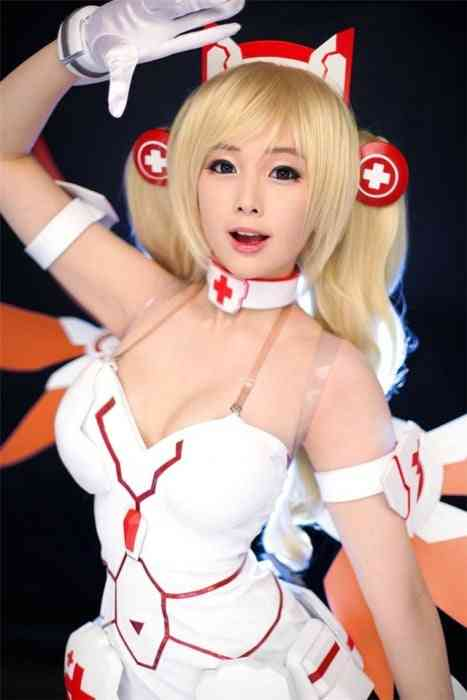 Steamy Lost Saga Cosplay is Incredibly Hot