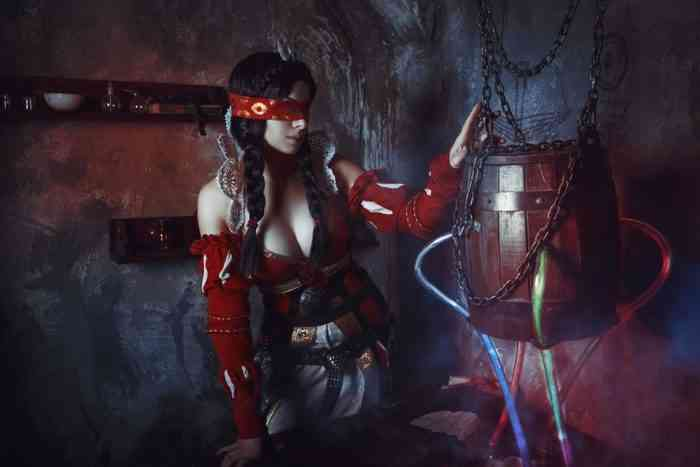 Philippa Eilhart Witcher Cosplay is Slightly Horrifying & Sexy at The Same Time