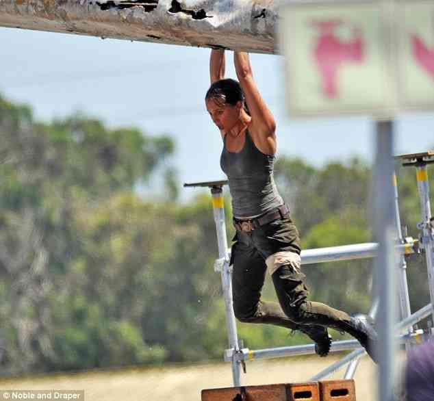 Alicia Vikander Tomb Raider Pic 2