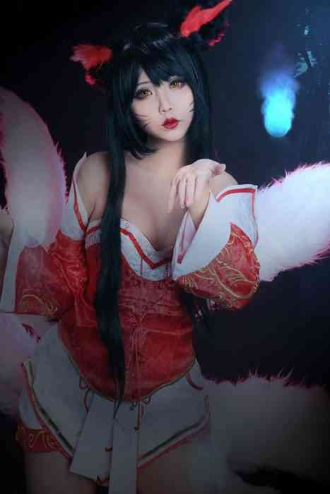 Incredibly Hot League of Legends Cosplay is Breathtaking