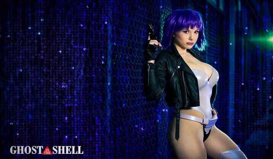 Stunning Pro Cosplayer Crystal Graziano is Amazingly Talented and Super Sexy
