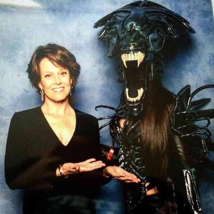 Giulietta Zawadzki - COSPLAY - Alien Queen with Sigorney Weaver-min