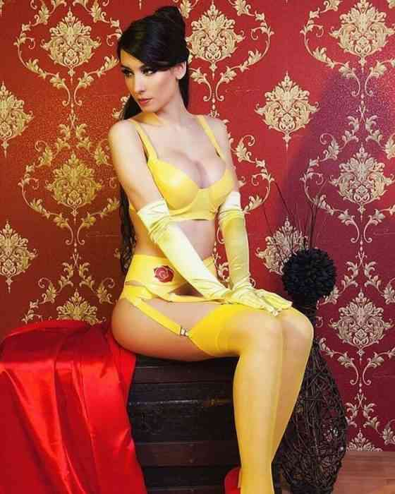 Giulietta Zawadzki - COSPLAY - Latex Belle-min