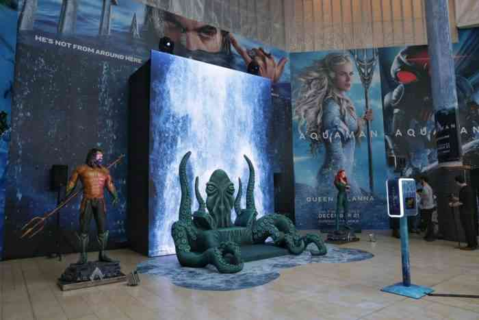 Canadian Cosplayers Aquaman throne